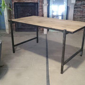 Bureau en fer et vieux bois