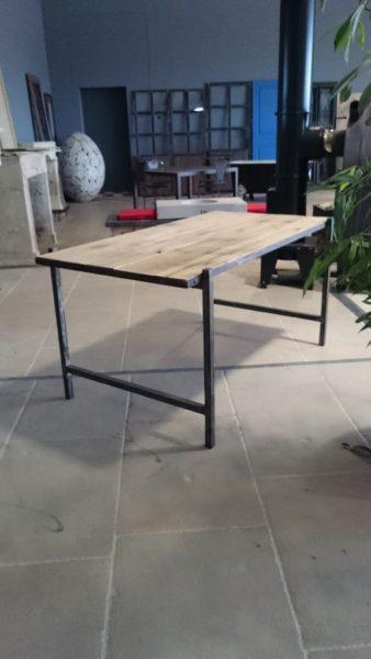 bureau en vieux bois et fer
