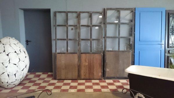Porte simple ancienne en bois et métal