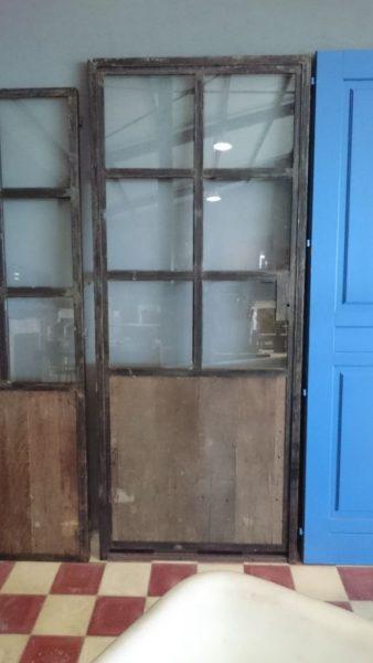 Porte ancienne en bois et métal
