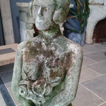 Statue ancienne en pierre
