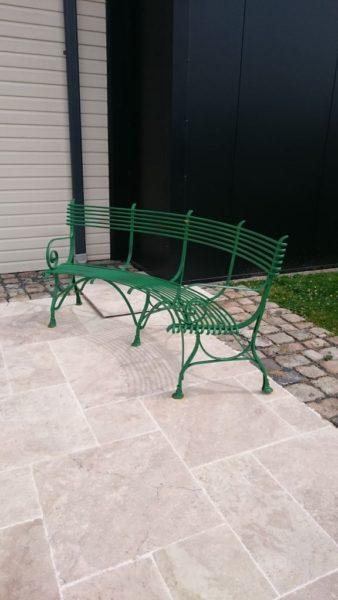 Banc en métal arrondi pour jardin 3 places