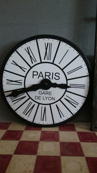 Horloge factice de décoration en bois