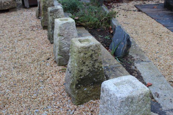 Borne en pierre granit