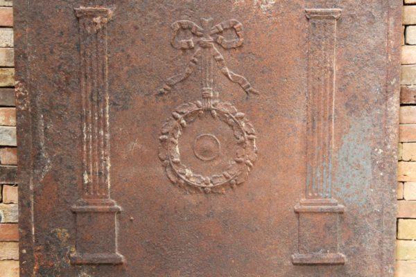 Plaque de cheminée ancienne en fonte 82x82cm
