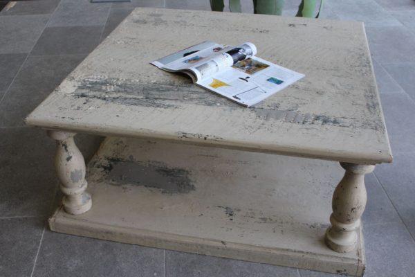 Table basse en vieux bois