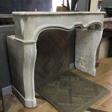 Cheminée pierre calcaire Louis XIV
