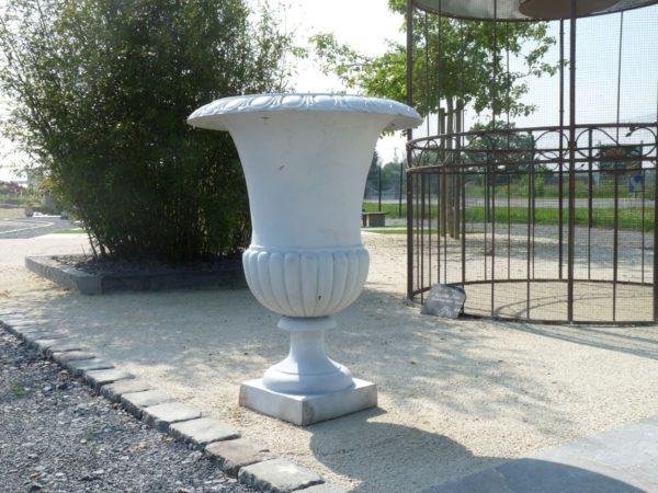 Medicis white vase in cast iron