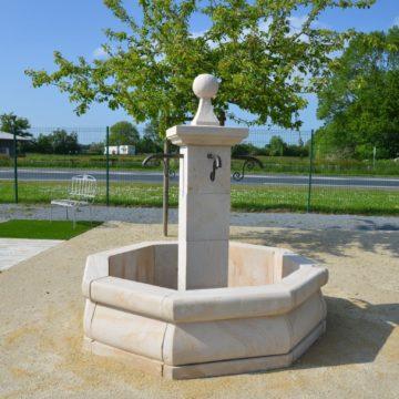 Fontaine de jardin en pierre naturelle