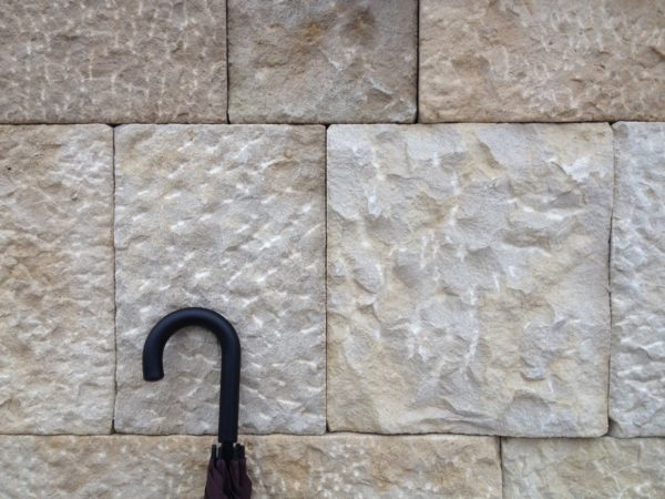 Wall cladding in Rustic Prieuré limestone