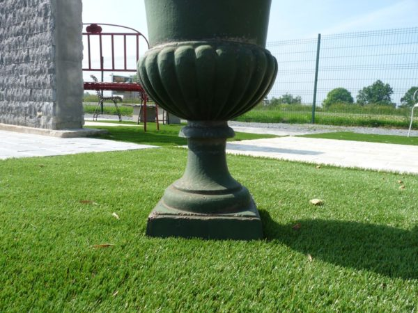 antique style of cast iron medicis green vase