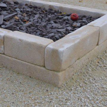 Bordure en pierre naturelle beige