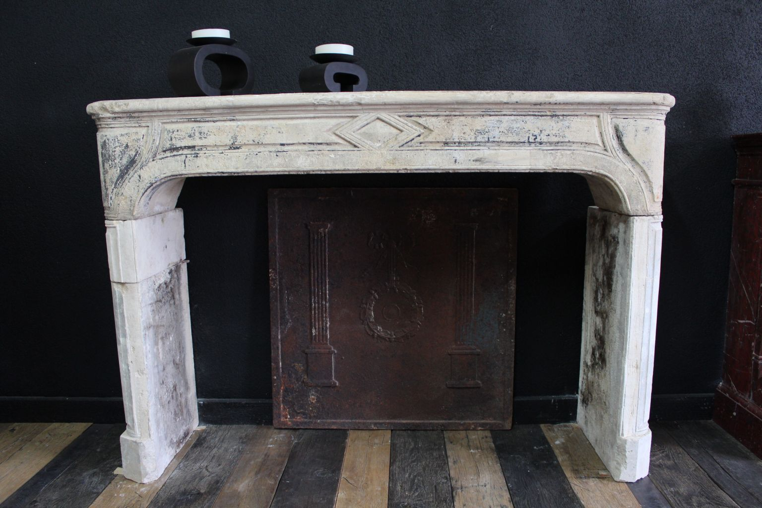 Classic Antique French Fireplace In Limestone Bca Antique Materials