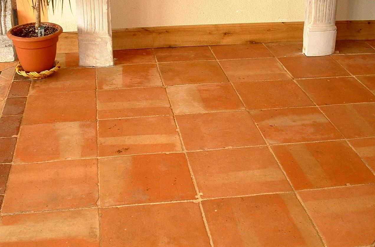 Antique reclaimed terracotta 13 x 13 colour salmon for Carrelage tomette rouge