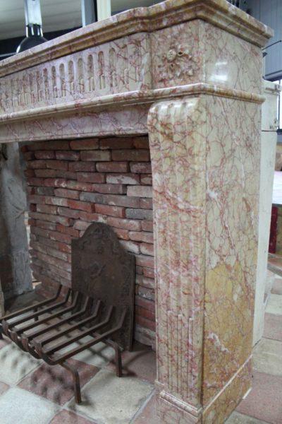 Cheminée ancienne marbre Rosé des Pyrénées
