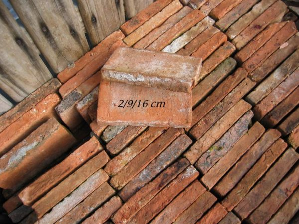 Antique reclaimed clay bricks from france