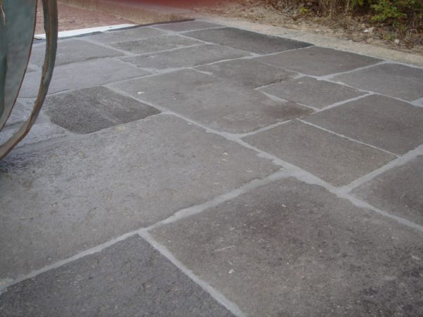 Antique reclaimed flagstone