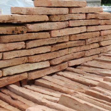Reclaimed thin bricks