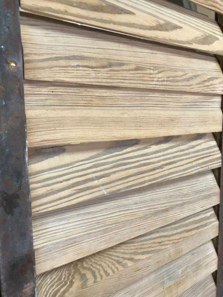 persienne bois ancienne avec métal