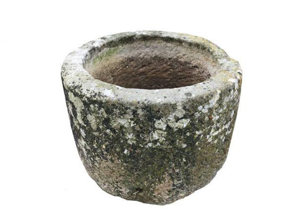 Bac ancien circulaire en pierre