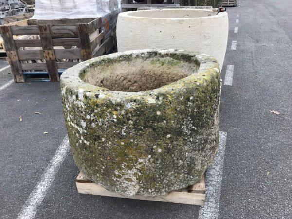 bac rond en pierre