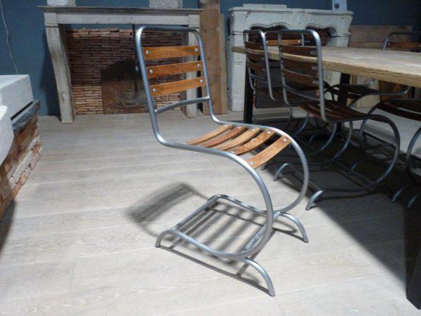 chaise en tube méta et bois