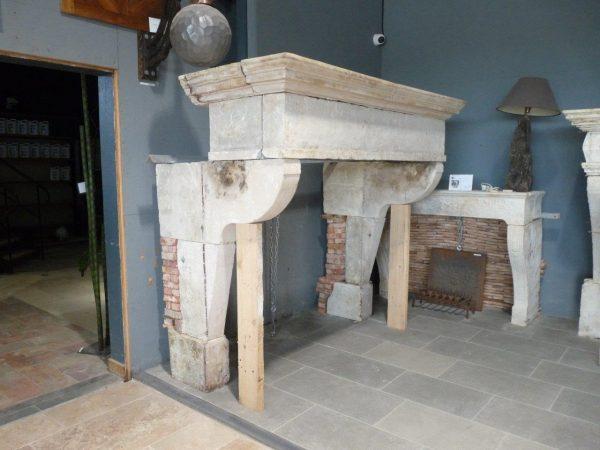 cheminée campagnarde en pierre