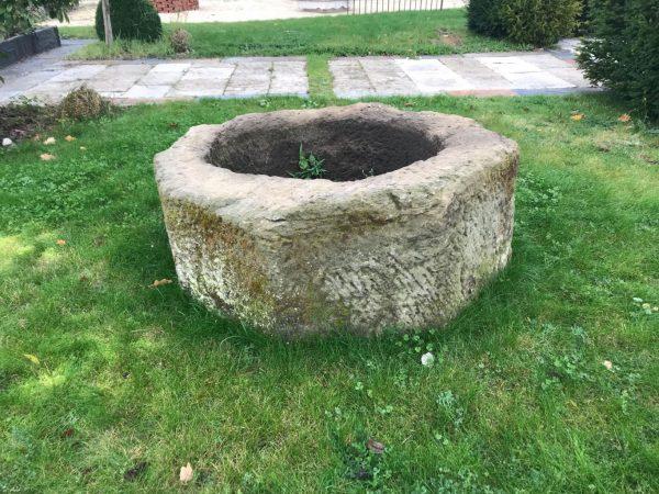 puits ancien en grès