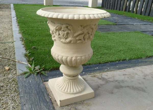 vase en fonte ancien