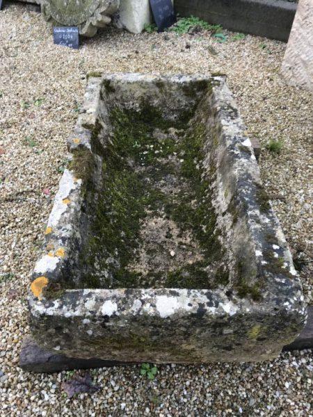 vieille auge en pierre