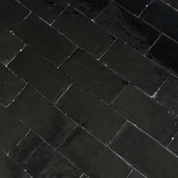 brique noir en terre cuite emaillée