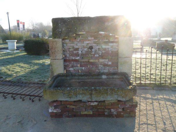 fontaine en pierre de récupération