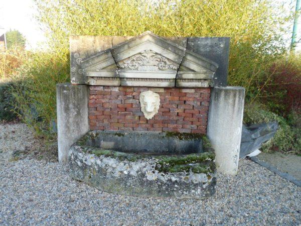 fontaine de récupération en pierre
