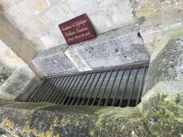 bac de fontaine en pierre