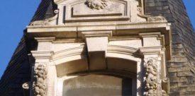 lucarne en pierre ancienne