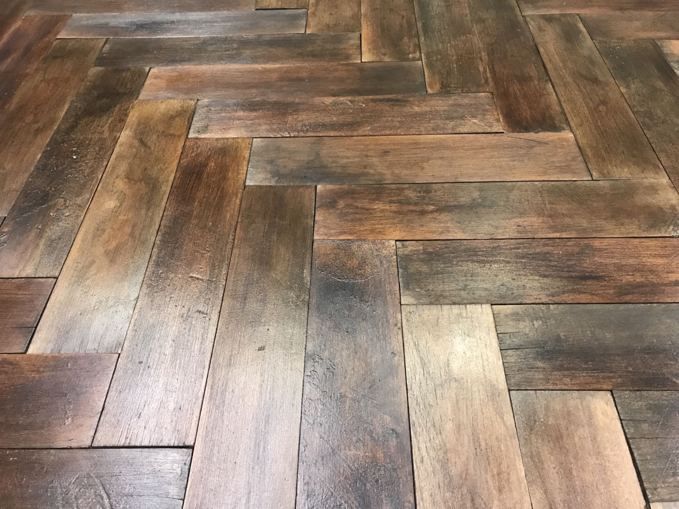 antique reclaimed herringbone parquet bca mat riaux anciens. Black Bedroom Furniture Sets. Home Design Ideas