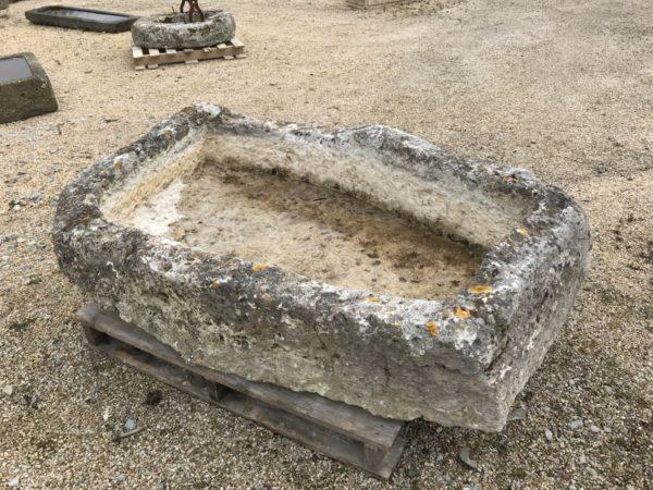 auge en pierre calcaire