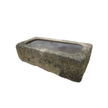 petite auge en granit