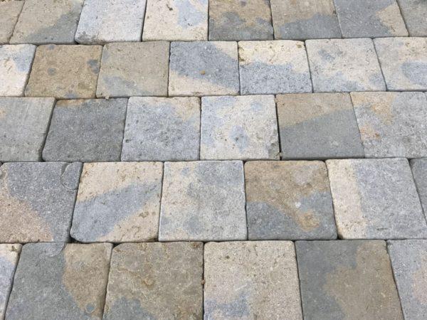 pave pierre naturelle beige et gris