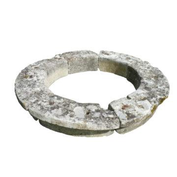 margelle de puits en pierre ancienne