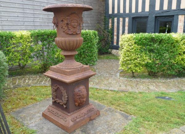 Vase medicis ancien en fonte