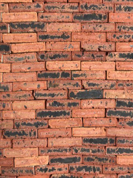 mur en briques anciennes