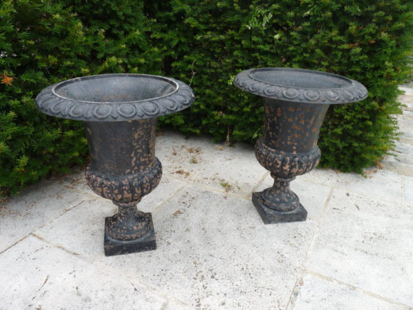 Pair Of Cast Iron Medici Style Vases Bca Mat 233 Riaux Anciens