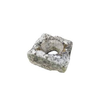 petite auge carré en pierre