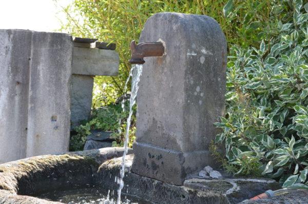 fontaine en pierre de grès