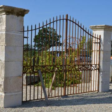 paire de pilier en pierre pour portail