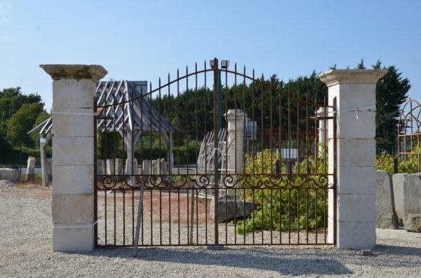pilier de portail en pierre ancienne