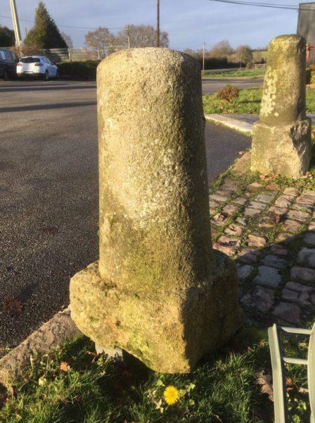 borne en pierre ancienne