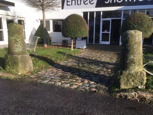 paires de bornes en pierre ancien pour jardin ancien