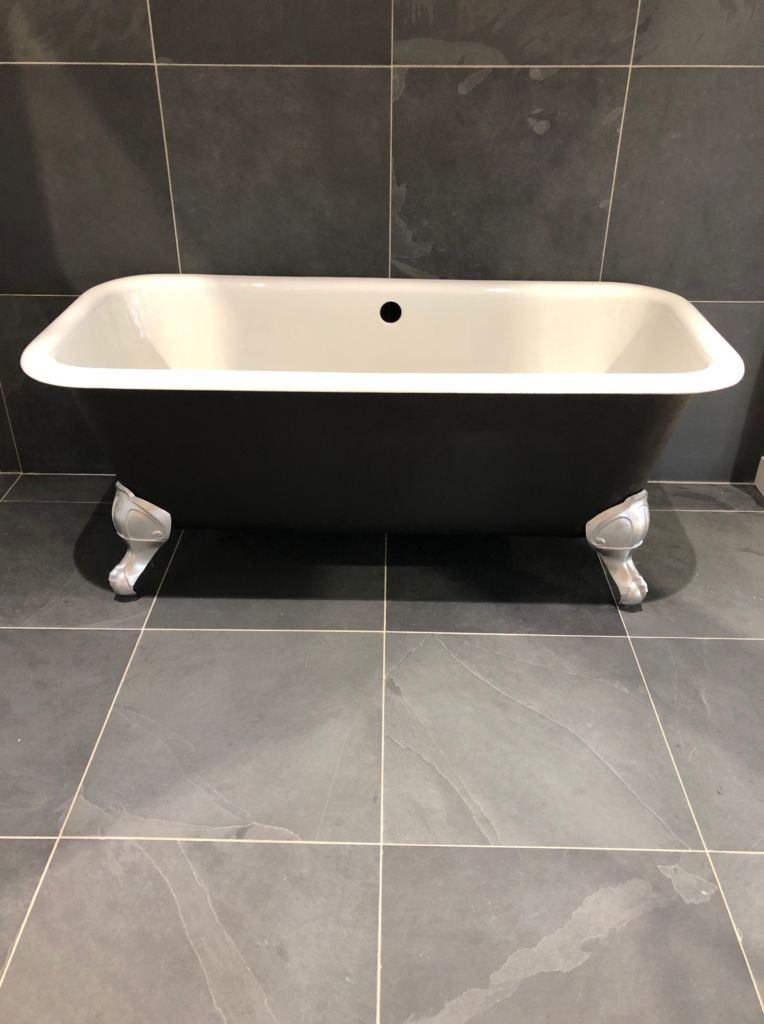 Antique Silver Bath Accessories: Antique Bathtub (matt Black, White And Silver)